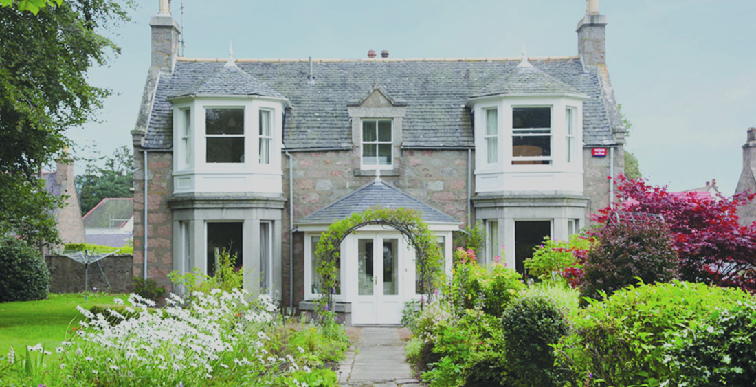 The Auld Manse ⇣